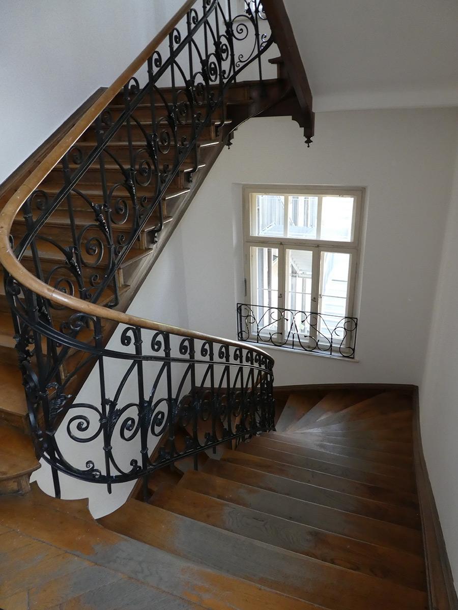 historisches-geerichtsgebaeude-treppe